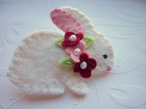 needle felted applique bunny | Felt Bunny Brooch Beaded Pink Red Flowers by pennysbykristie