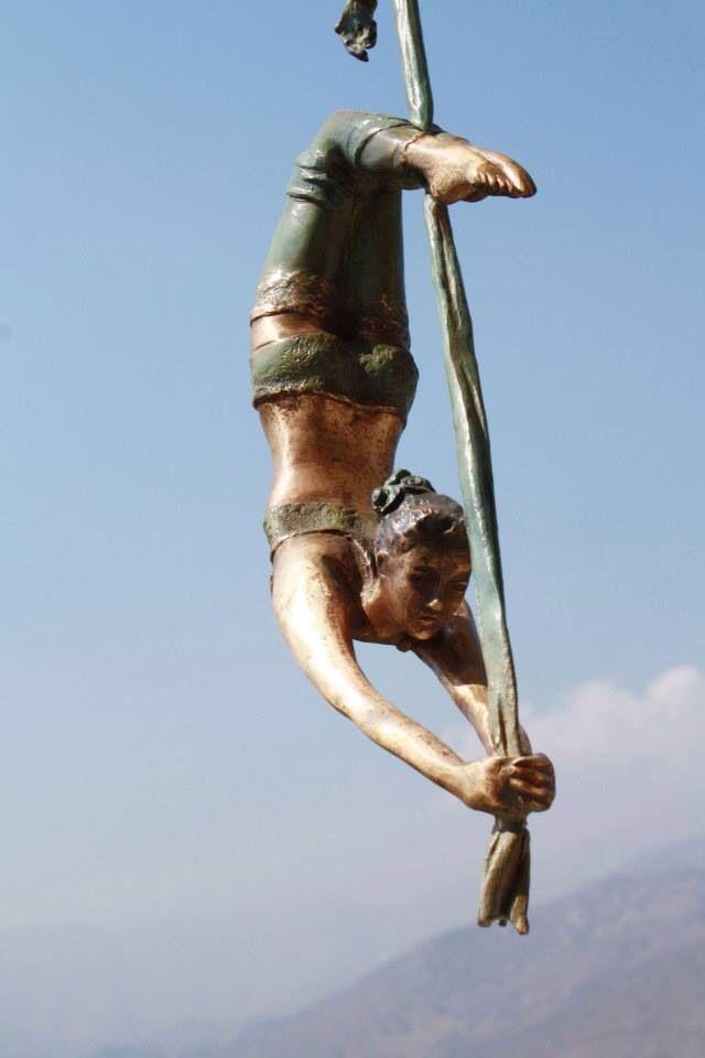 Escultura Mujer en tela