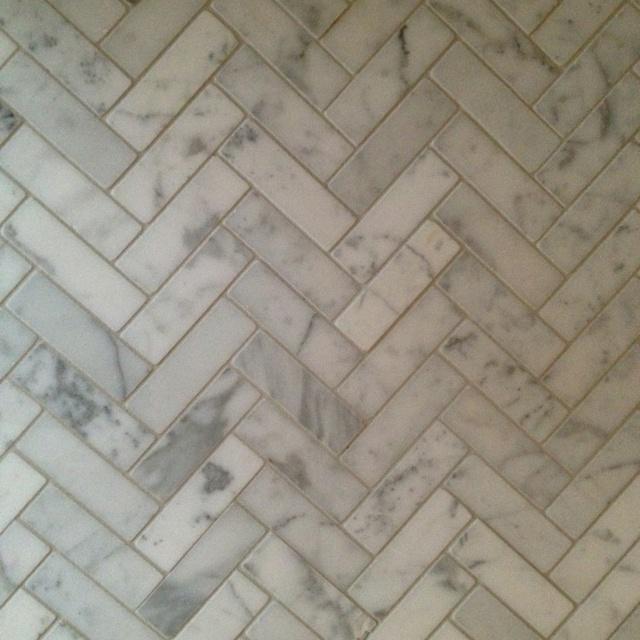 c65ee84f0b30db1247a5c3b75c4a89e8 herringbone marble floor herringbone backsplash