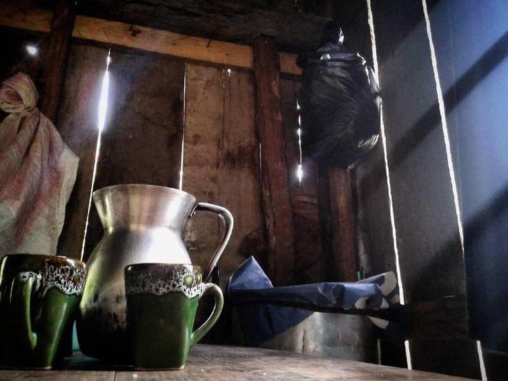 Agua panelita para el frío de la montaña.  Ph : Carlos Bernate @tejiendo_memoria14 / Tejiendo Memoria  #TejiendoMemoria #HistoriasDeMiAldea #onassignment #Santander #soon #newproyect
