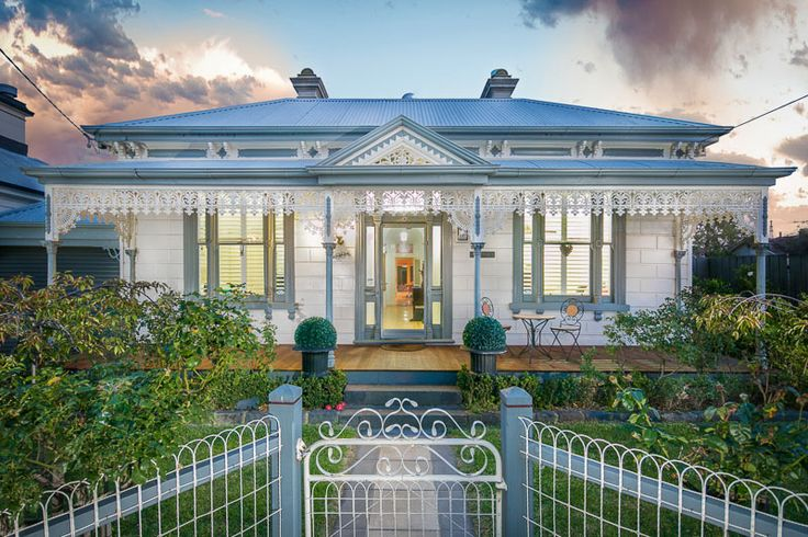 99 High Street NEWPORT | Village Real Estate #villagere #newport #beautifulhomes #exteriors #victorian #doublefront