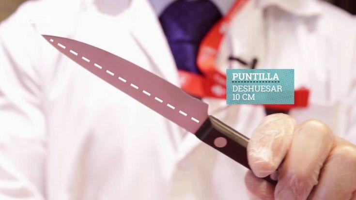 Trocear un pollo o filetear un pescado no es tan difícil como parece  sólo hay que saber cuáles son los cuchillos adecuados y cómo usarlos. Inicia tu carrera como maestro cortador con este cursillo de dos minutos.