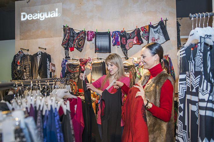 Módna stylistka Mirka Dobiš Michalková vybrala v nákupnom centre Polus rôzne modely v predajniach značiek TOMMY HILFIGER a DESIGUAL a nastylovala pani Ivanu na rôzne príležitosti.