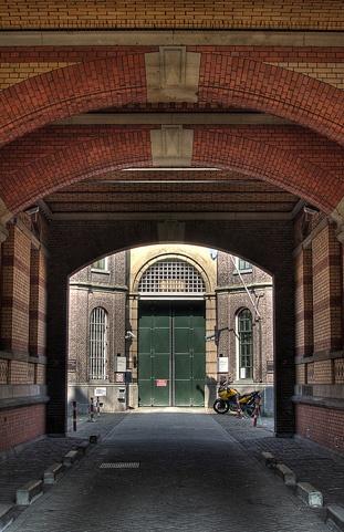 Penitentiaire Inrichting Rotterdam locatie 'Noordsingel'. poort
