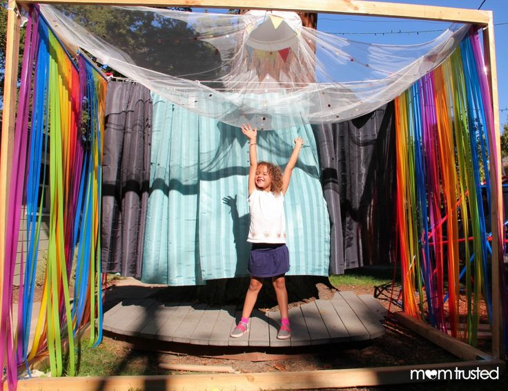 Build Your Own Theater Stage {How much fun would this be for summer fun outdoor to create your own entertainment= screen free time}