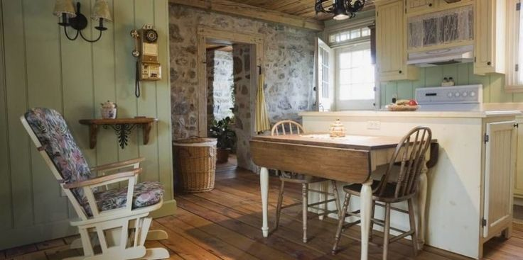 LUNT OG HYGGELIG: – Det er mer moderne interiør på hytta, men vi vil ikke ha det helt som hjemme. På hytta vil vi ha det lunt og hyggelig, sier interiørarkitekt i Arkitekt Fossland, Elin Fossland. Foto: Getty Images
