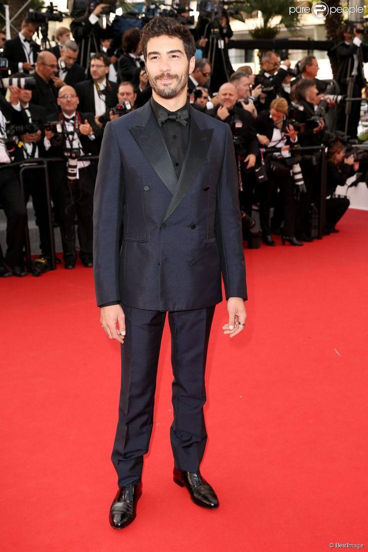 """Tahar Rahim - Montée des marches du film """"La Tête Haute"""" pour l'ouverture du 68e Festival du film de Cannes le 13 mai 2015."""