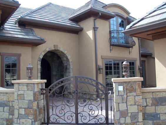 Best 25 stucco houses ideas on pinterest white stucco for Stucco and siding combinations