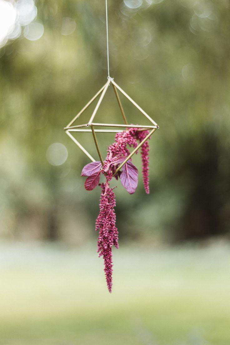 les 25 meilleures id es de la cat gorie fleurs suspendues sur pinterest fleurs pour mariage. Black Bedroom Furniture Sets. Home Design Ideas