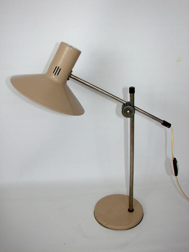 Polska lampa biurkowa Zaos z lat 70. wykonana z metalu, klosz z aluminium. Posiada możliwość…