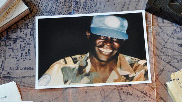 Le 33 ieme numéro d'Afrique Citoyenne, une #BD dédiée au #CapitaineMbayeDiagne, Héros de Notre temps.   #BandeDessinée #Senegal #Littérature #Histoire   plus d'infos on #Wakhart  le lien ici: http://www.wakhart.com/bd-capitaine-mbaye-diagne/