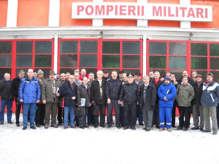 Poză de grup  cu personalul participant la pregătire pentru situație de urgență -2011