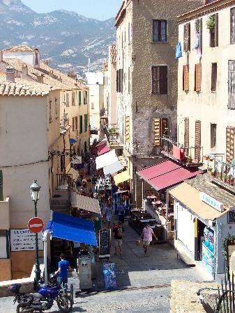 La rue Clémenceau à Calvi