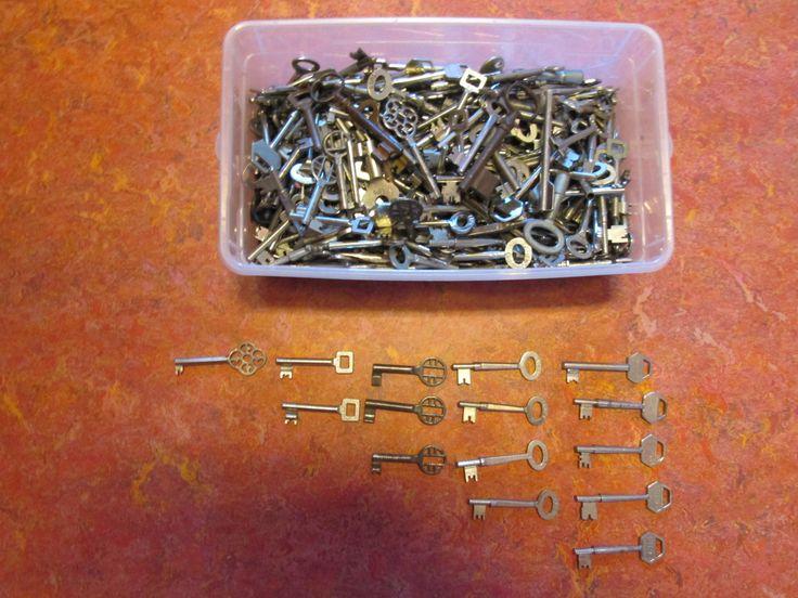 verzameldoos sleutels: vergelijken, ordenen, tellen, etc. Nutsschool Maastricht