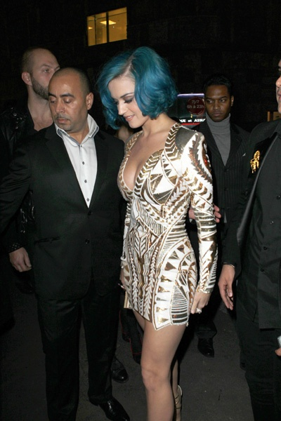 Katy Perry is fabulous in France: Amazing Woman, France Celebrity, Perry Night, France Awesome, Katy Perry, Legs Crosses, Favorite Celebrity, Fabulous, Thankskati Perry