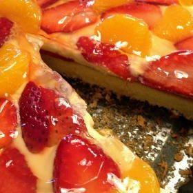 Bezlepkový dort s krémem a ovocem