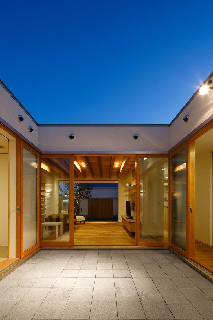 アウトドア事例:中庭から中庭を見る(撮影:中村絵)(中庭のある家~光と風の通るガレージハウス~)