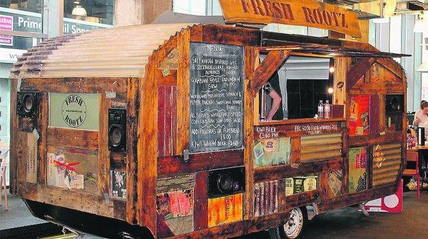http://www.ionline.pt/artigos/mais-lifestyle/street-food-roulottes-estacionaram-nos-jardins-casino-estoril-i-mostra-lhe-11
