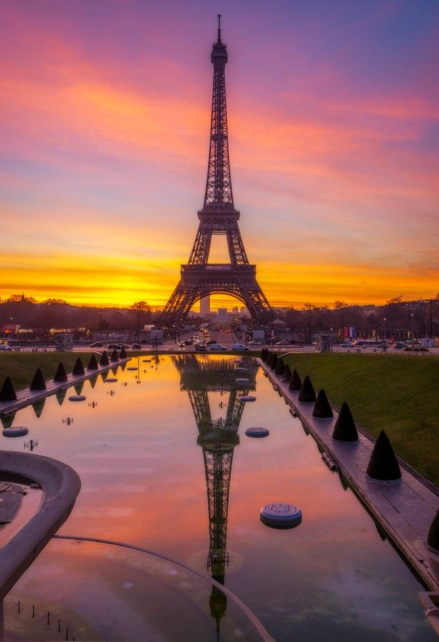 Sunrise On The Eiffel Tower At Paris Paris Photography Eiffel Tower Eiffel Tower Photography Eiffel Tower