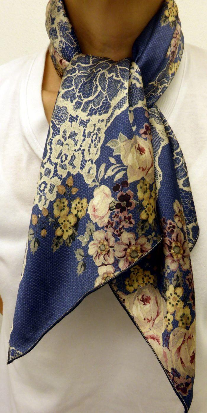Foulard carré de soie avec tissu VALENTINO haute couture, idée cadeau femme  à voir. a46a54d3248