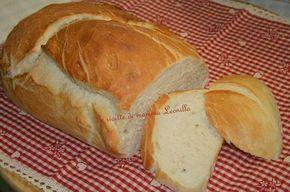 pane fatto in casa morbidissimo(ricetta salata)300 gr di farina manitoba 200 gr di farina 00 1 cucchiaio d'olio evo 1 cucchiaino di sale 320 ml di acqua mezzo cucchiaino di zucchero 20 gr di lievito di birra fresco