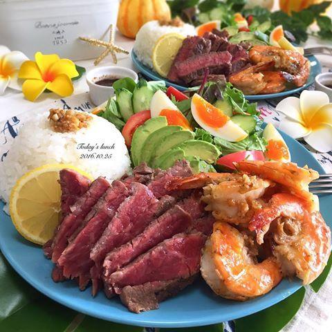 . 今日は久しぶりに旦那さんと一緒に お昼を過ごせたので、ハワイで食べた #ガーリックシュリンプ を再現 . リッチに#ステーキ も . *ガーリックシュリンプ *ステーキ *じゃがいもソテー *サラダ *ライス . 簡単なのでレシピ記載しておきます ・えび10匹 ・オリーブオイル 大さじ5 ・おろしにんにくチューブ 3㎝ ・にんにくみじん切り 2かけ分 ・塩 お好み ・ブラックペッパー お好み ・バター 10g ・しょうゆ ちょこっと . えびは殻ごと背中から切れ目を入れて背わたをとって、バターとしょうゆ以外の調味料と一緒にボウルに入れて味を染み込ませておく。←冷蔵庫で。 その後、フライパンで香ばしく焼いて仕上げにバターとしょうゆを入れて馴染ませたら完成です . #ランチ #お昼ごはん #ハワイ #ノースショア #おうちごはん #クッキングラム #デリスタグラマー #おうちカフェ #料理 #料理写真 #手料理#delicious #LIN_stagrammer #instafood #yummy #kitakyushu #fukuoka #cookingra...