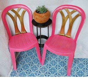 Old plastic patio chairs painted bright colors! http://theinventionofliving.com/2013/08/26/from-green-to-glam-patio-chairs-reinvented/