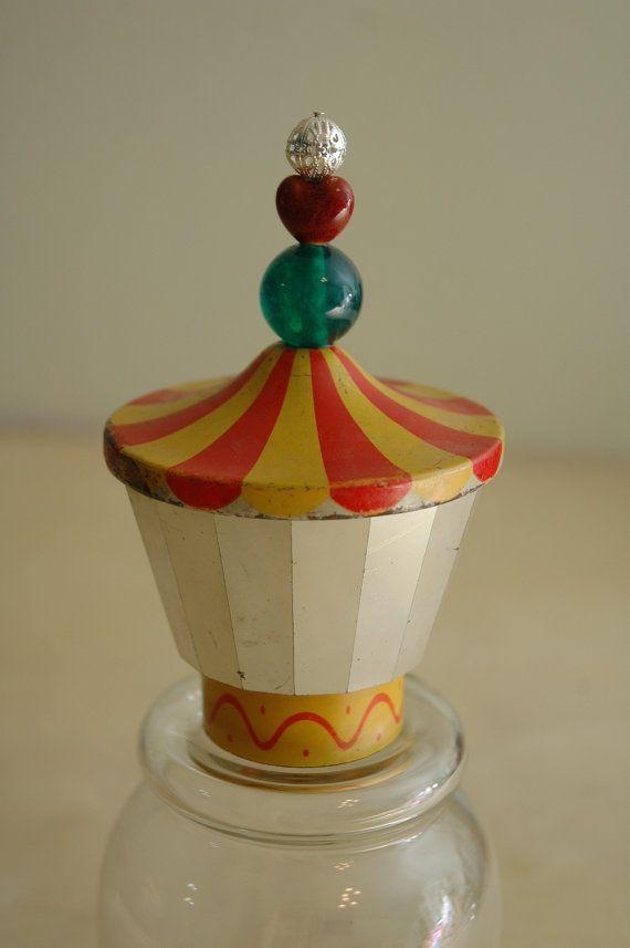 Cirque antique tente verre Cloche jouets Kitsch par AmbientAtelier