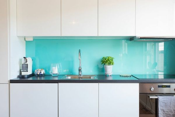 k chenr ckwand aus glas der moderne fliesenspiegel sieht. Black Bedroom Furniture Sets. Home Design Ideas