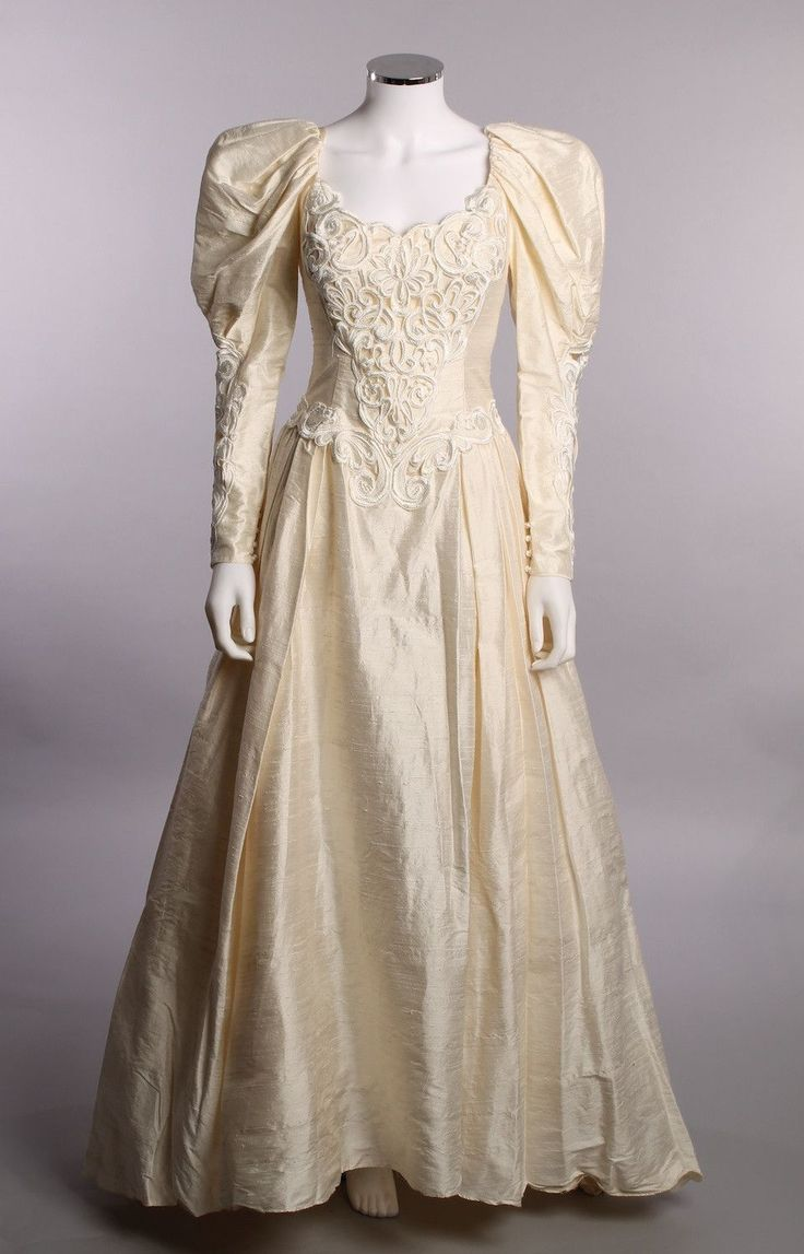170 best gunne sax jessica mcclintock images on pinterest gunne vintage jessica mcclintock cream long sleeve sweetheart collar off the shoulder basque waist full raw silk vintage wedding gownsvintage ombrellifo Images