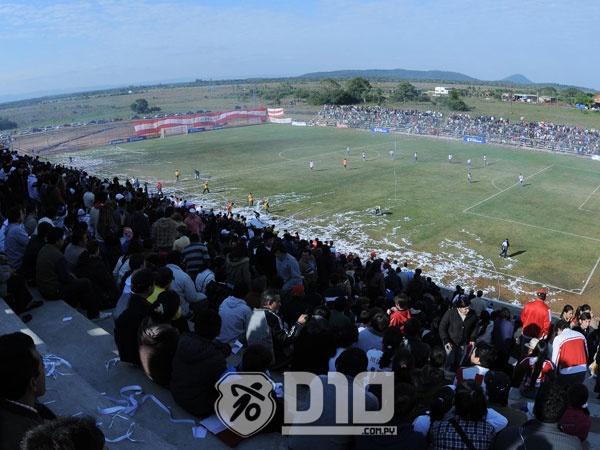 El estreno del estadio Municipal de Carapeguá. El Potro igualó 1-1 ante Sol de América.