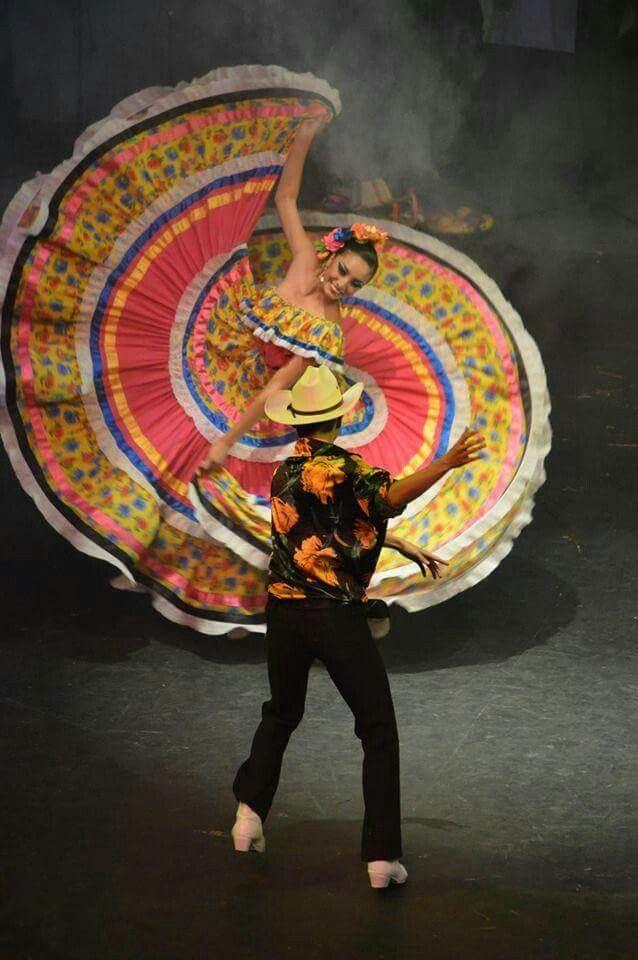 Stunning Turning Folklorico Dancers