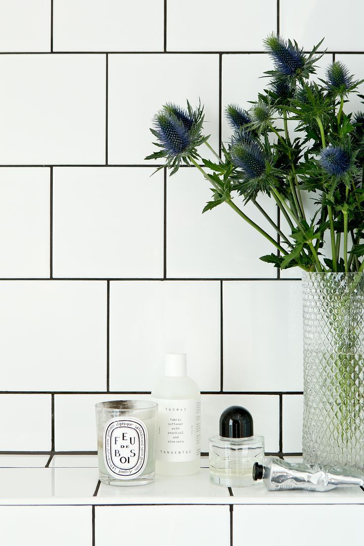 beauty details in the bathroom byredo perfume and flowers | Fantastic Frank fantasticfrank.se
