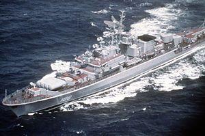 Deyatel'nyy1982.jpg               Armamento:  4 × URPK-4 Metel (SS-N-14 'Silex') misiles anti-submarinos (1x4)  4 × ZIF-122 4K33 lanzadores (22) con 40 4K33 OSA-M (SA-N-4'Gecko ') misiles de superficie a aire  Pistolas AK-726 de 4 x 76 mm (3 pulgadas) (2 x 2)  2 × RBU-6000 Smerch-2 Cohetes anti-submarinos  Tubos de torpedo de 8 x 533 mm (21 pulg) (2 x 4 )  18 minas