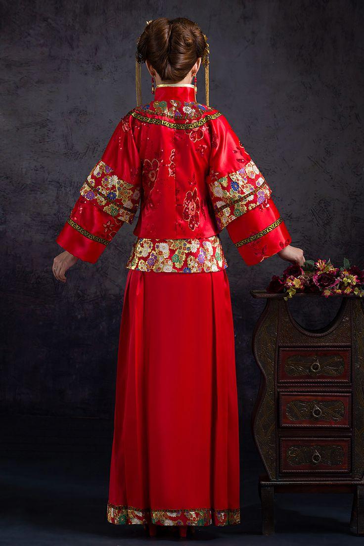 Hotel Casa de Aves, te informa: Muchos de los vestidos de boda en China son de color rojo, el color tradicional de la buena suerte. Sin embargo, en las bodas chinas modernas, particularmente las celebradas en países occidentales, la novia opta por el vestido occidental blanco o cambia generalmente de un vestido rojo a un vestido blanco a lo largo del día.