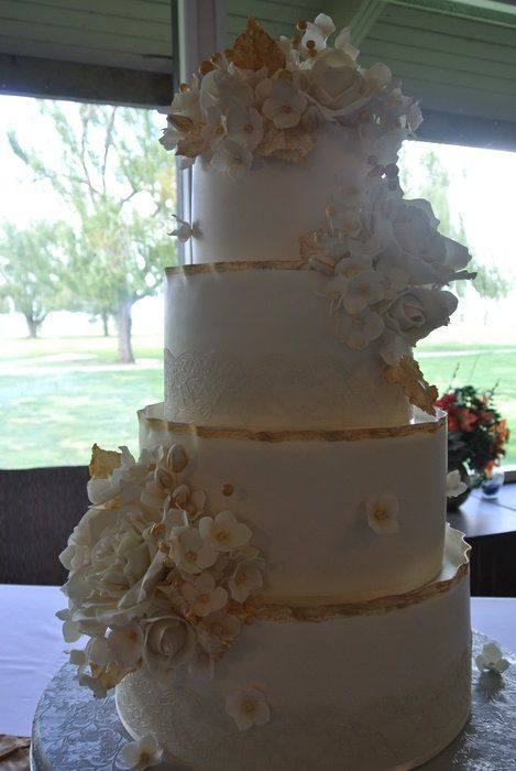 Golden Wedding Anniversary by Dizzy (4/17/2012)  View cake details here: http://cakesdecor.com/cakes/12468