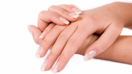 Crema pentru maini si unghii imbogatita cu ulei de migdale, vitamina A si vitamina E se aplica pe piele dupa spalarea mainilor sau la necesitate.  Se absoarbe usor, lasand o senzatie de confort. Hraneste si protejeaza pielea mainilor, facand-o fina și neteda.  Inchide porii si imbunatateste structura tegumentelor, prevenind imbatranirea lor prematura.  Hidrateaza pielea, fixand apa. Asigura o ingrijire suplimentara a unghiilor si cuticulei.