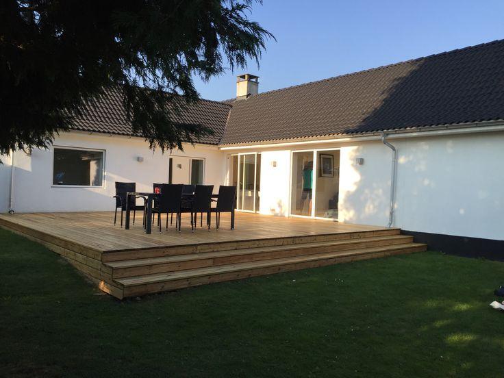 Vores nyslebet terrasse. #hus #farum #terrasse #træ #have #renovering #garden #house #terrace
