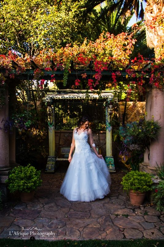 The gardens at Shepstone Gardens venue is beautiful like this photo with Lize on her wedding day