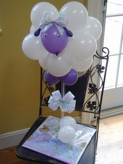 Ah... such a cute sheep balloon centerpiece. Awesome for your kid's birthday or a baby shower.