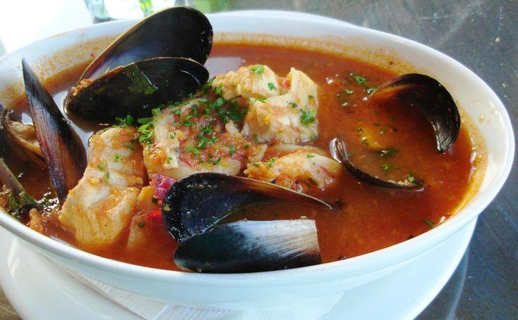 Tipo e delicioso prato Algarvio, feito com qualquer peixe que viesse a rede.Simples de fazer, basicamente faz-se camadas de peixe e vegetais e deixa-se cozinhar até criar um caldo delicioso.