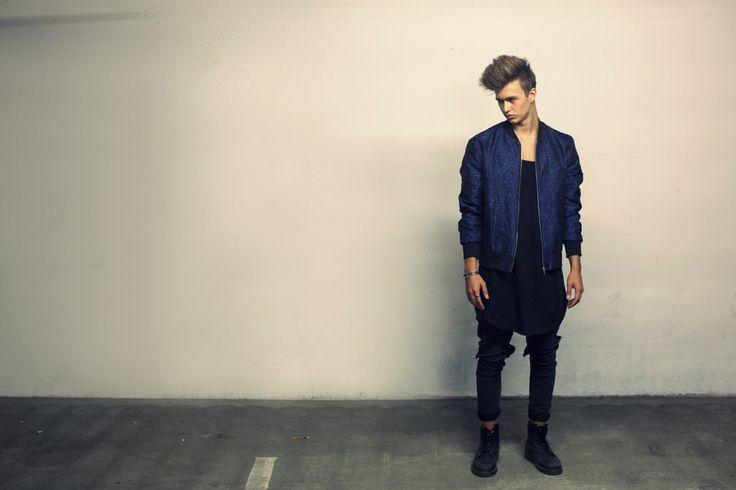 Simon Stroem wearing his Long Plain Tee Black. #STROEM #Danishdesign #Fashion