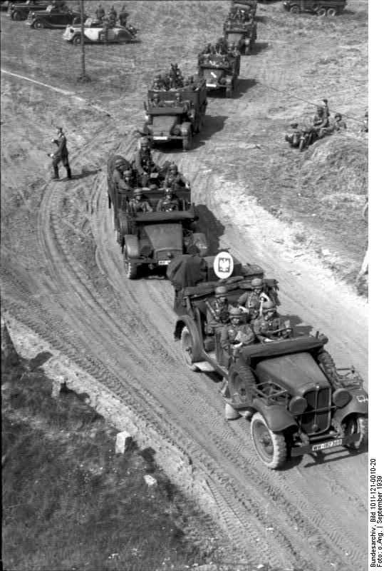 Column of motorized German troops. Poland , Area between Bagienica (Bagnitz) and Pruszcz (Prust), 1 September 1939.