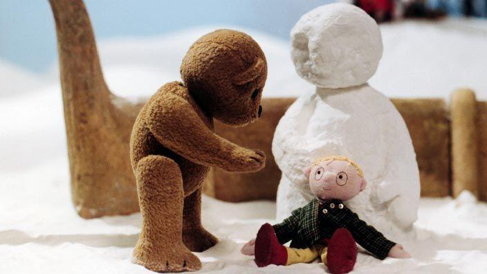 Il neige. Un vent d'hiver souffle sur une chaumière habitée par une famille d'ours en peluche. Un petit ourson, Ludovic, rêve d'aller glisser dehors avec des amis. Hélas, ...