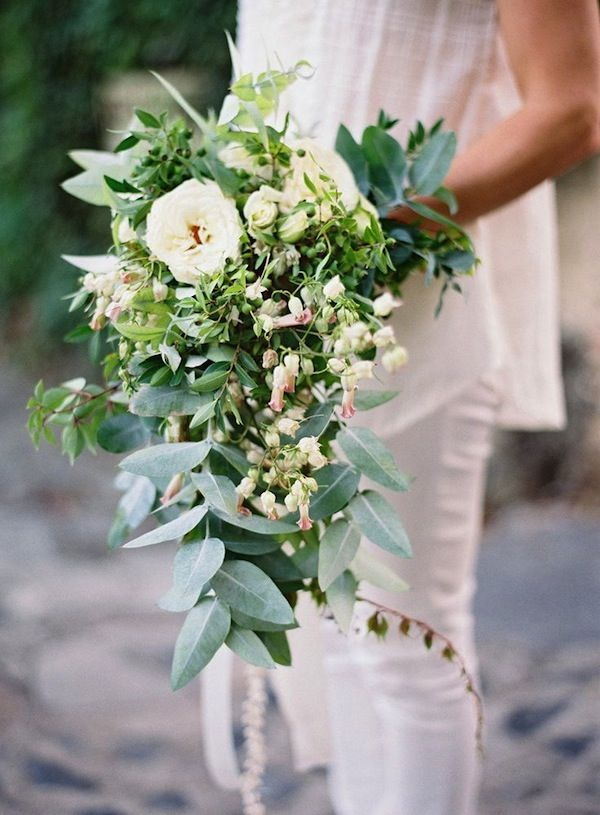 For an outdoor wedding, the more loose and foliage heavy cascading bouquet, is more organic.