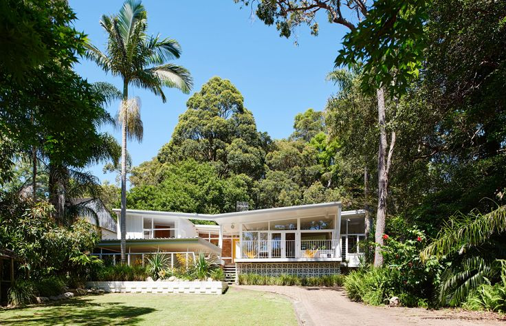 Louise and Graeme Bell mcm house in Avalon
