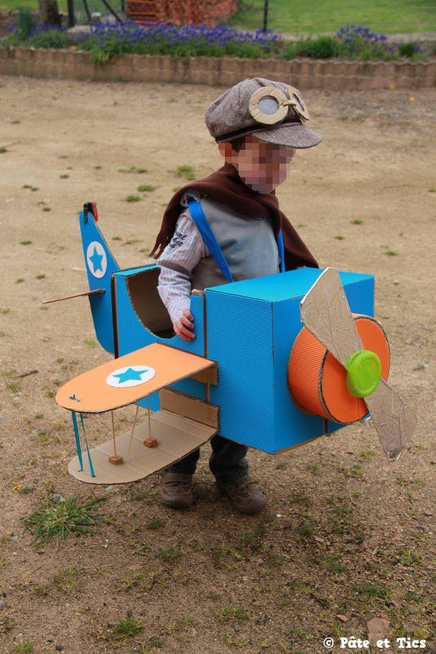 Déguisement aviateur, caisses américaines + carton ondulé coloré
