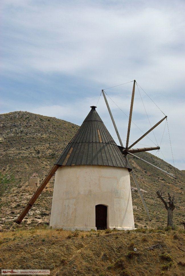 El molino de viento almeriense en Cabo de Gata