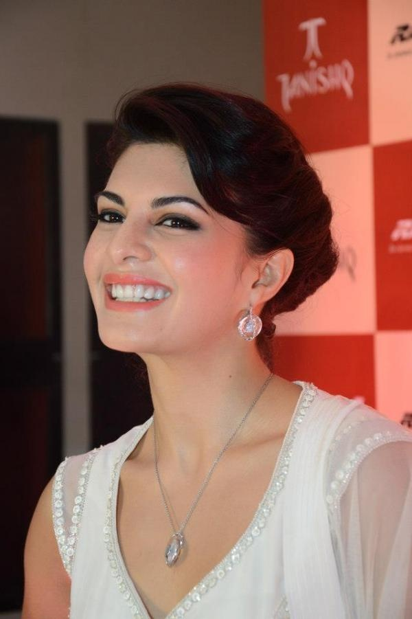 Jacqueline Fernandez unveils Tanishqs IVA collection
