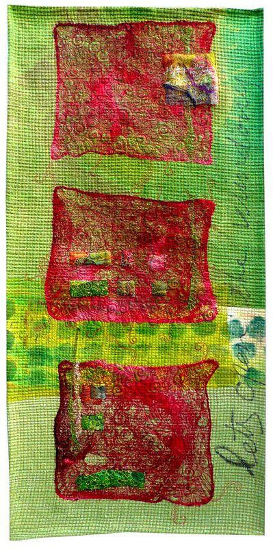 Let's open the windows – Cecília González Medidas: 50 x 110 cm Año: 2012 Seda pintada a mano y teñida, hankys de seda teñidos. Escritura y estampación directa en el quilt. Acolchado libre a máquina